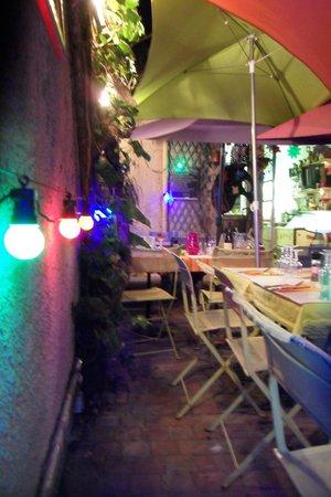 Le Jardin du Naris : Cour intérieure du Jardin du Naris, Marseillan ville