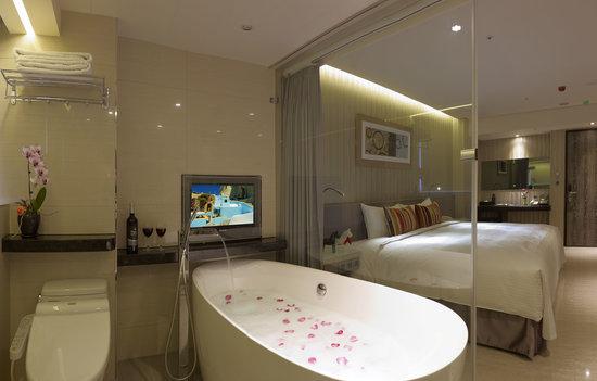 Beauty Hotels Taipei - Hotel Bnight: 花灑浴缸