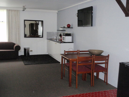 West Coaster Motel: Family Room Kitchenette