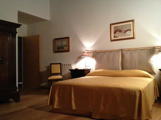 Casacenti: quarto simples e confortavel