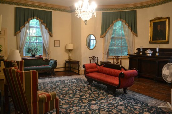 Hostelling International - Chamounix Mansion: Living room