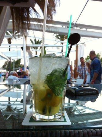 Anemoi restaurant & lounge: Un Mojito sur la terrasse