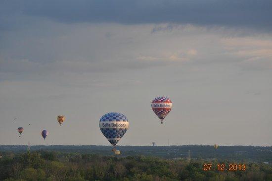 Bella Balloons Hot Air Balloon Co: It's Bella all the way !
