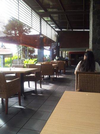Grand Hotel Lembang : Restaurant where buffet breakfast is held
