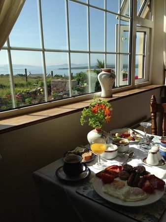 Ceann Tra Heights Bed and Breakfast: traditional Irish breakfast with a great view