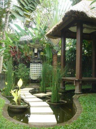 Villa Sancita: Pond / meditation area