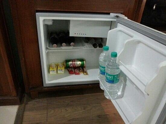 The River Crescent Resort: minibar in deluxe room