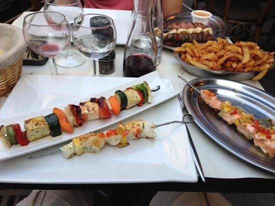 O Brochettes: Brochettes de poissons et végétarienne + frites maison !