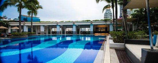 Emporium Suites by Chatrium: Swimming Pool