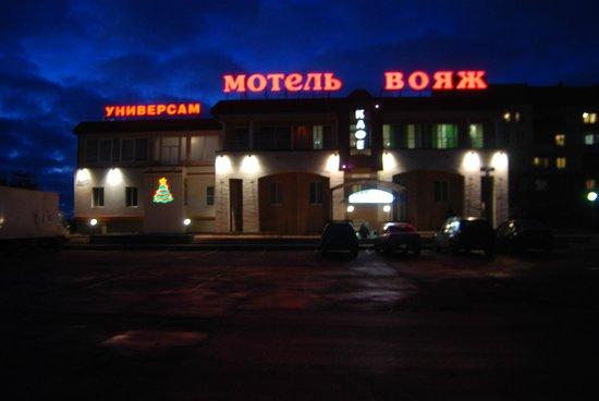 Voyage Hotel: вид с дороги