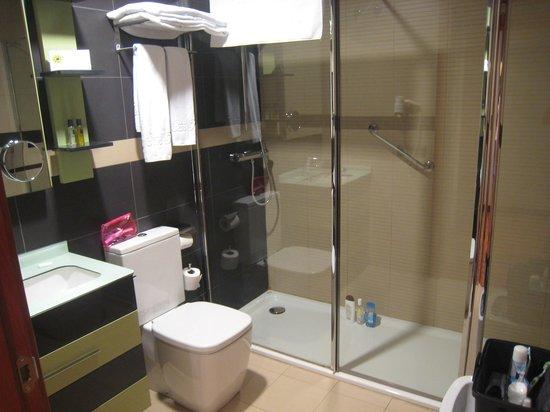 Hotel AH San Fermin Pamplona: salle de bain