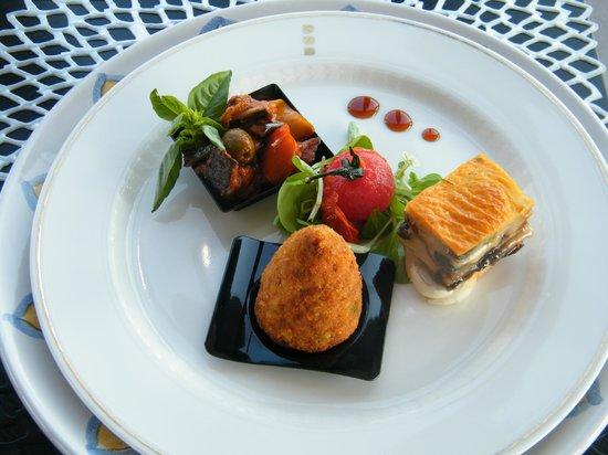 Palace Catania | UNA Esperienze: Arancino al ragù, caponatina di ortaggi e parmigiana di melanzane