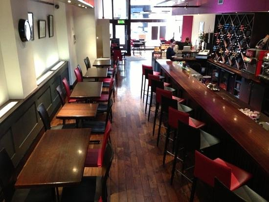 Sheries Cafe Bar: Fully air conditioned