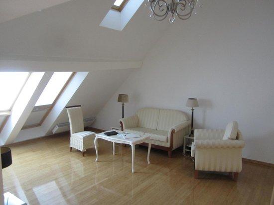 Antiq Palace Hotel & Spa: Lounge room upstairs