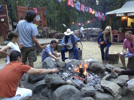 Tenaya Lodge at Yosemite: Making s'mores