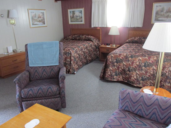 West Union, IA: Family Suite