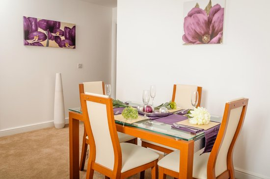 Luxe Serviced Apartments: Dining Room