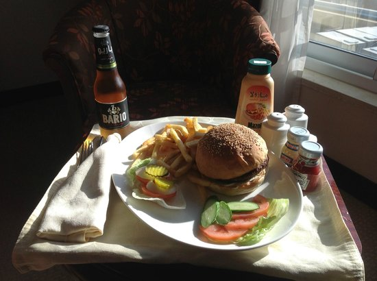 Ayass Hotel : Room Service Burger