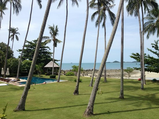 Ban Sairee Villa: Pool and beach