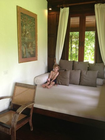 Ban Sairee Villa: TV chill room