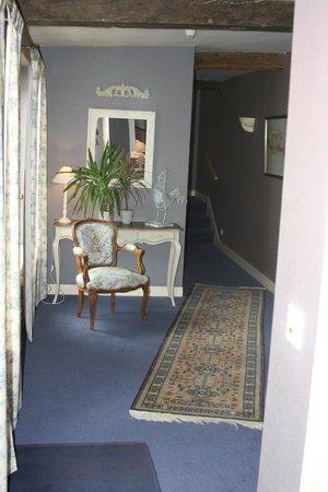 Hotel-Restaurant La Chaine d'Or : Even the corridor is inviting