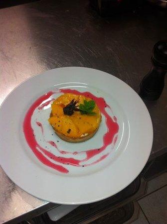 Restaurant La Cote d'Argent: tartelette aux mangues et sirop hibiscus