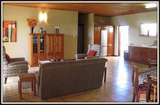 African Spirit Game Lodge: Self-catering house - lounge area