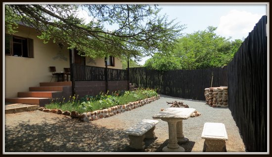 African Spirit Game Lodge: Courtyard - Smaller self-catering unit
