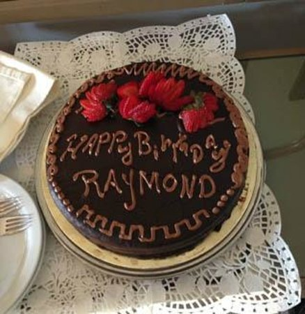 Mir Amin Palace Hotel: Birthday Cake
