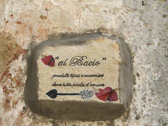 """Vico del Gargano : verso il """"vicolo del bacio"""""""
