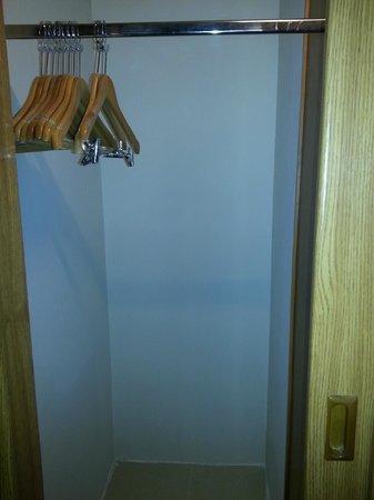 Gloria Hotel: Kleiderschrank (ideal für Koffer)