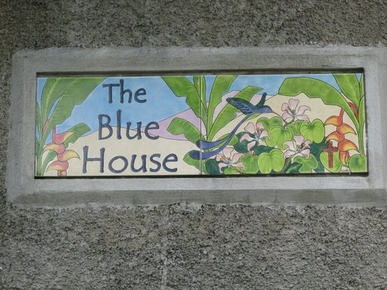 The Blue House Boutique Bed & Breakfast: Plaque by the front gate