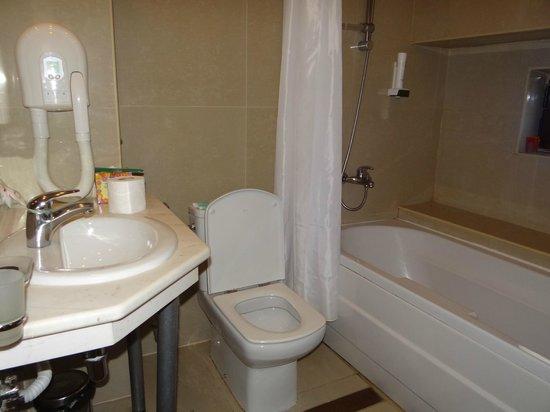 Best Western Prima Hotel : bathroom