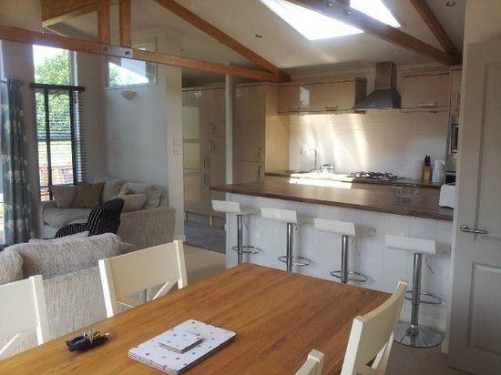Yaxham Waters Holiday Park: Dining/Kitchen