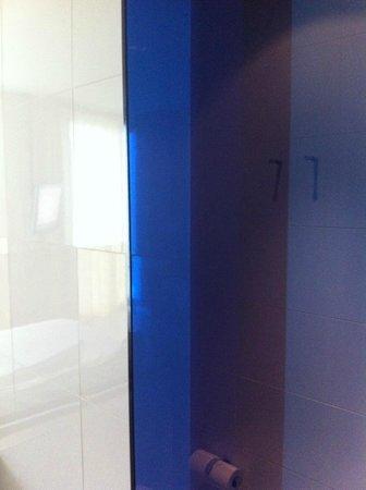 Melia Barcelona Sky: Shower door