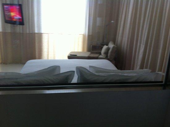 Melia Barcelona Sky: View from Bathroom to Bedroom