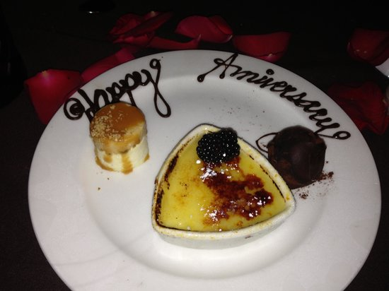 Perry's Steakhouse and Grill: Dessert trio
