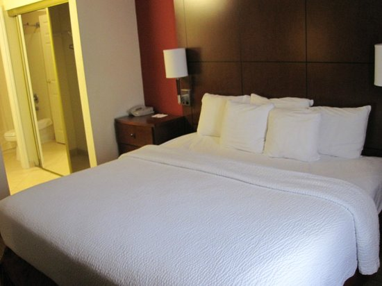 Residence Inn Corpus Christi: Separate bedroom is great for privacy