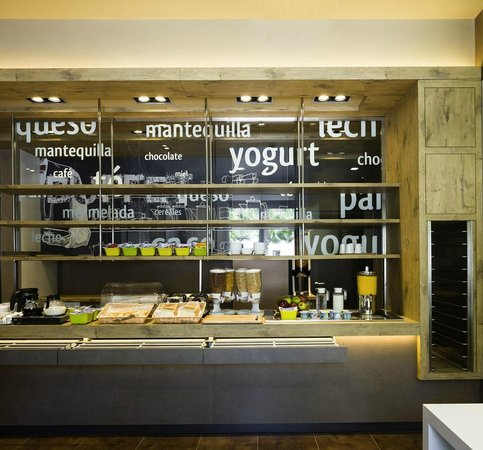 Ibis Budget Sevilla: Buffet desayunos