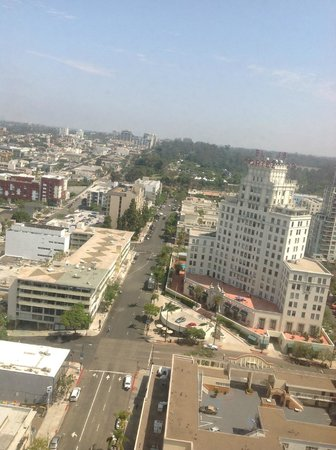 Declan Suites San Diego: View of San Diego city from Room 2715