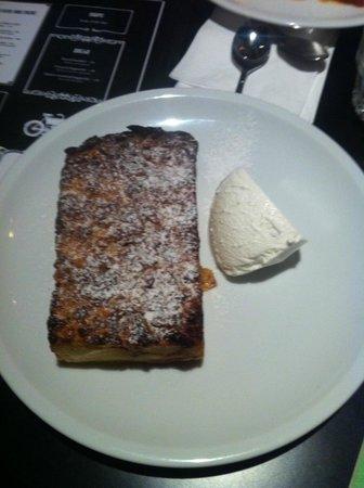 Cafe De Paris: Amazing bread & butter pudding