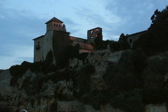 Tamarit Park Resort: The Castle at night