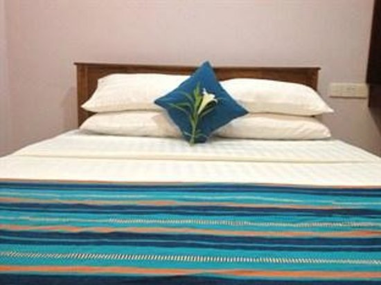 Leisure Beach Resort : Deluxe room bed