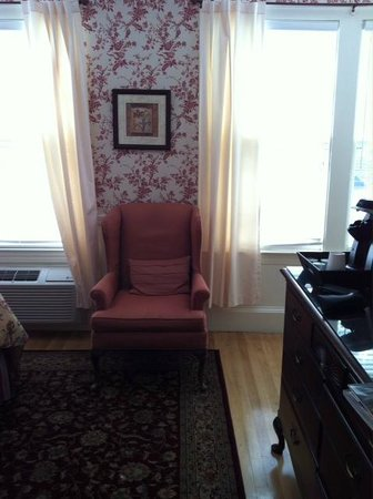 Kennebunkport Inn: Another of the room