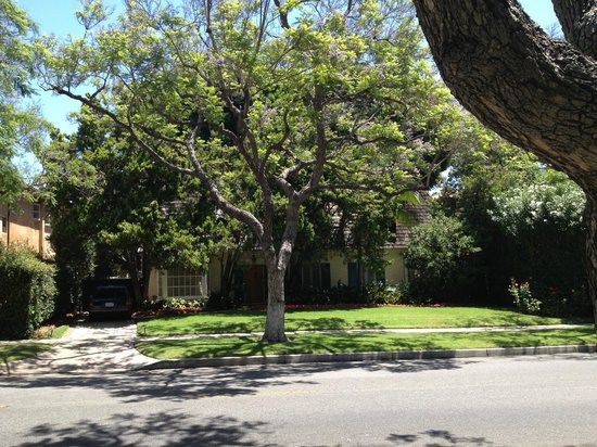 Another Side Of Los Angeles Tours : Famous celebrity's home, I won't say who so you'll be surprised