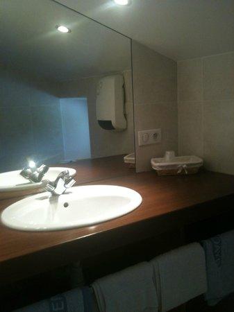 Chambres d'Hôtes Aguerria: salle de bain LOYA