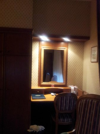 Villa Belvedere - Florence: mirror in room