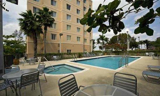 Homewood Suites Miami-Airport / Blue Lagoon: Pool Area