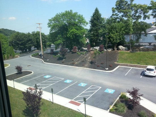 Fairfield Inn & Suites by Marriott Harrisburg West : Looking to the left out our window