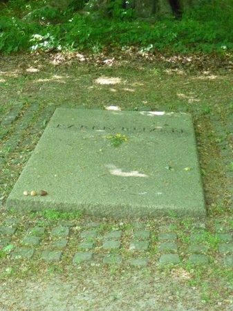 The Karen Blixen Museum: Her grave